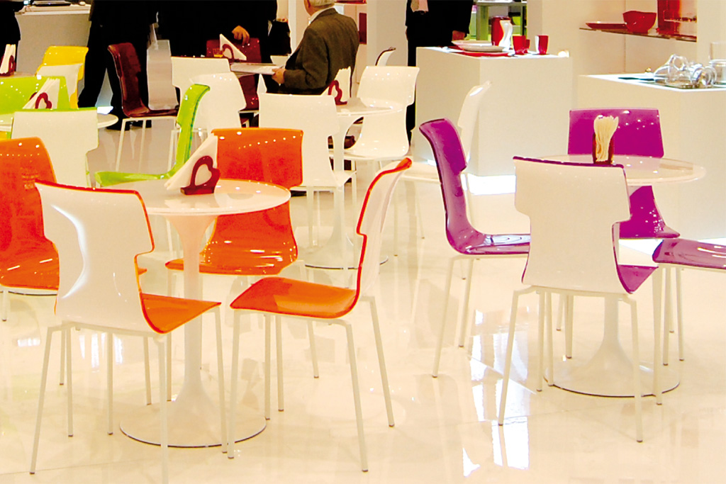Personalization of plexiglass furnishings and accessories